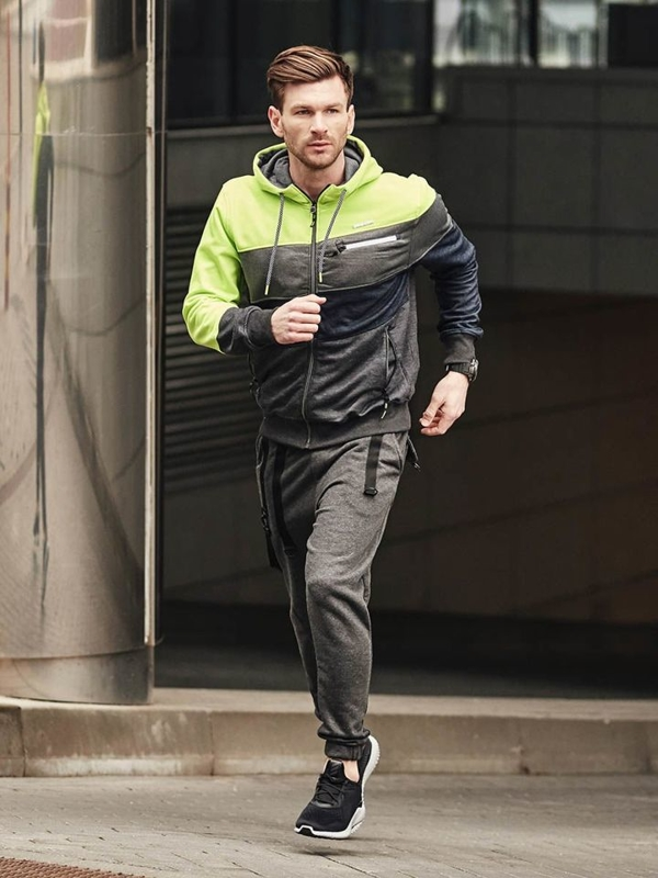 Stylizace č. 379 - hodinky, propínací mikina s kapucí, tričko, teplákové jogger kalhoty