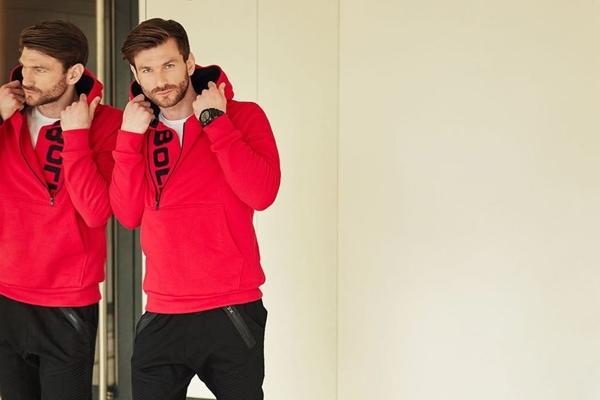 Stylizace č.416 - mikina s kapucí, tričko, jogger kalhoty, hodinky