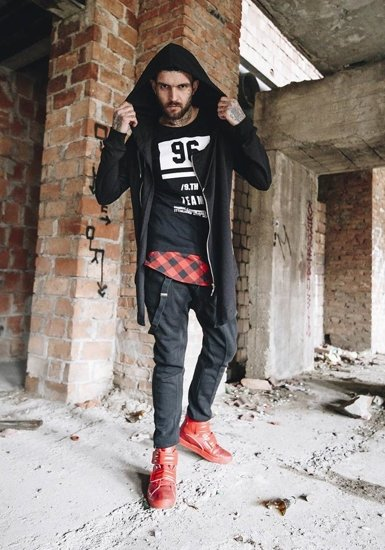 Stylizace č. 181 - mikina s kapucí, tričko s potiskem, baggy kalhoty, tenisky